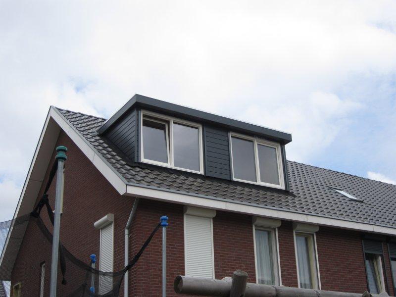 Arnhem, kunststof Volledige Keralit antraciet, crème kleurige kozijnen, elektrische rolluiken volledig weggewerkt onder de dakrand